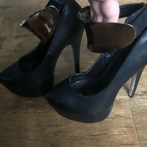 Shoes - Cuffed black heels